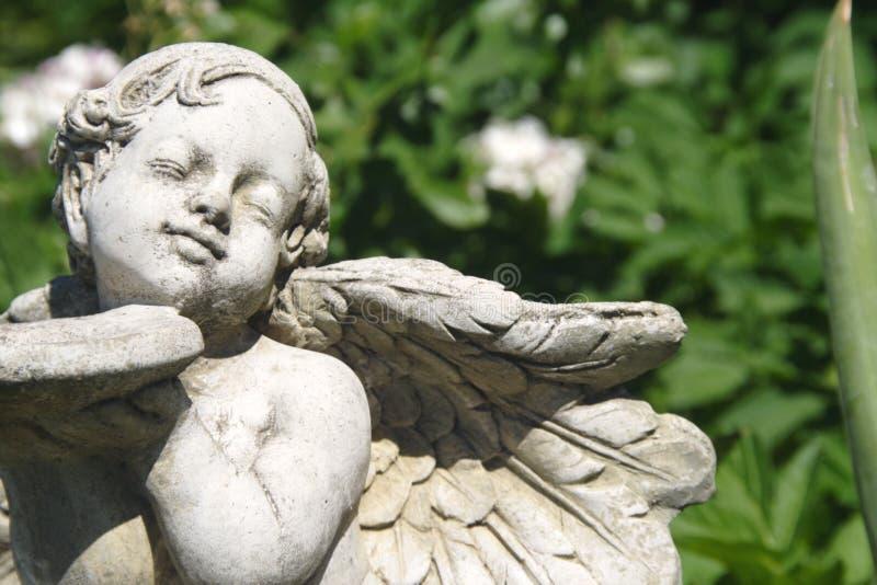 Ángel del jardín foto de archivo
