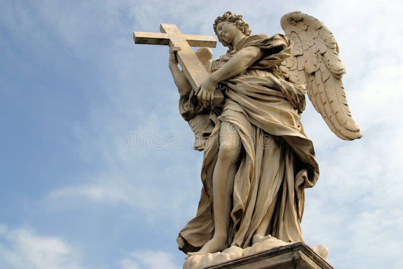 Ángel del ` s de Bernini a lo largo del puente santo del ángel en Roma foto de archivo libre de regalías