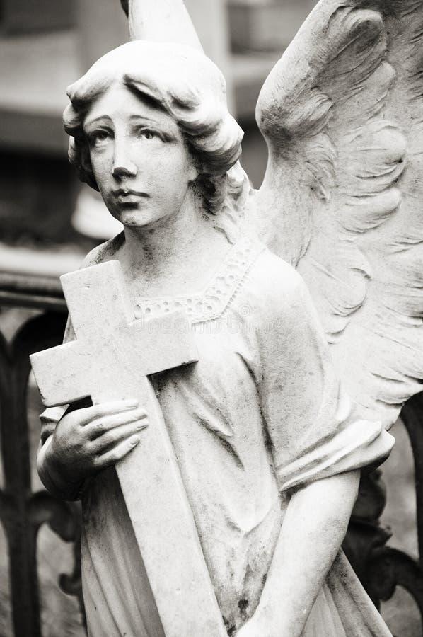 Ángel en el cementerio imágenes de archivo libres de regalías