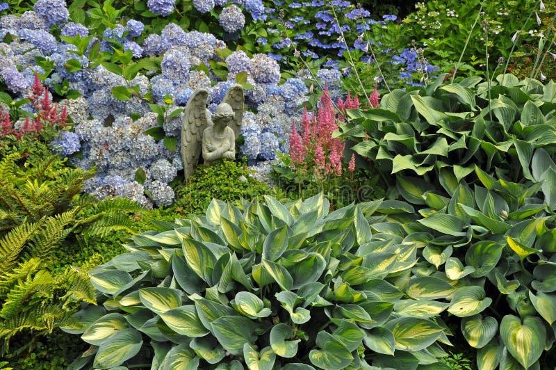 Ángel precioso del jardín imagen de archivo libre de regalías