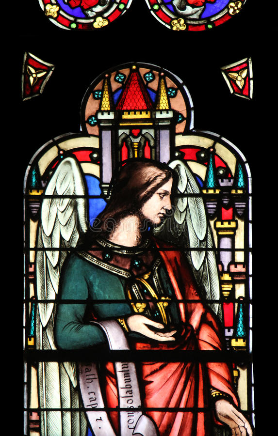 Ángel, vitral de la iglesia de Auxerrois del ` de Germán-l del santo, París imagen de archivo libre de regalías