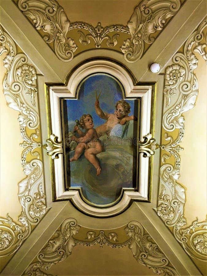 Ángeles, frescos, pintura del tejado y arte Historia y belleza fotos de archivo