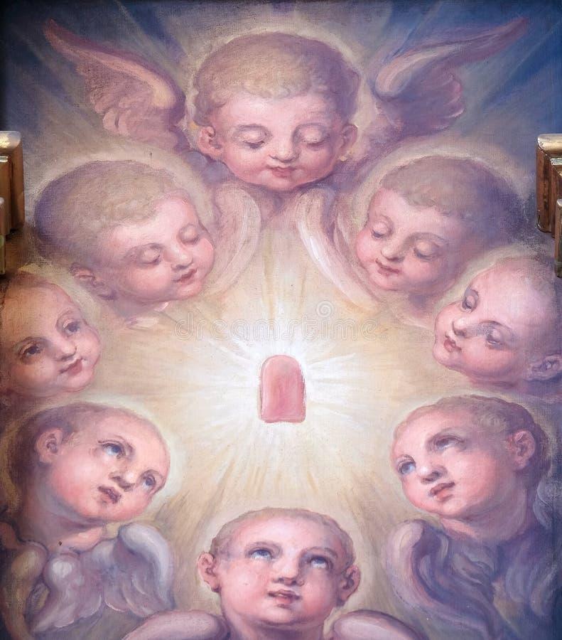 Ángeles, retablo en la basílica del corazón sagrado de Jesús en Zagreb imagen de archivo