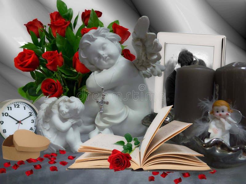 Ángeles y rosas rojas fotos de archivo