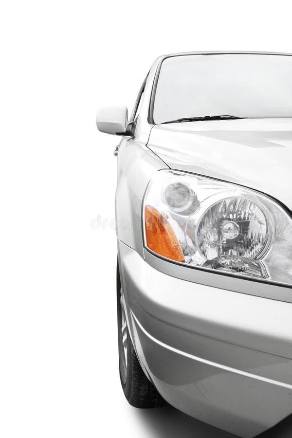 Ángulo aislado e inferior del coche de plata imagen de archivo libre de regalías