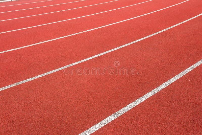 Ángulo del extracto del primer de los carriles de la pista del atletismo fotos de archivo