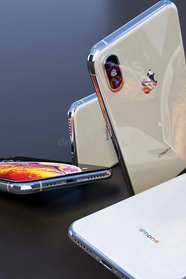 Ángulos múltiples de plata de IPhone Xs, lado trasero detallado fotografía de archivo
