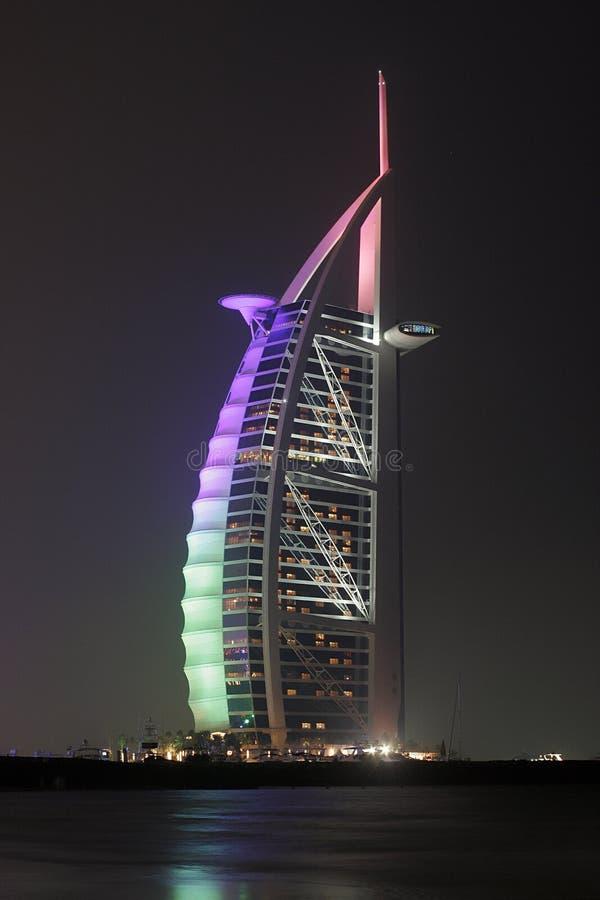 Árabe do al de Burj em a noite fotos de stock