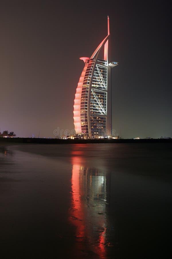 Árabe do al de Burj na noite imagem de stock royalty free