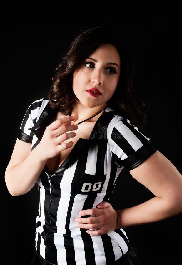 Árbitro atractivo del fútbol fotografía de archivo libre de regalías