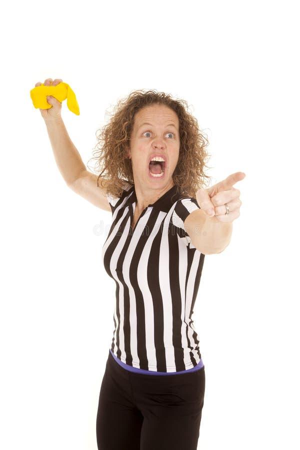 Árbitro da mulher pronto para jogar a bandeira amarela fotografia de stock