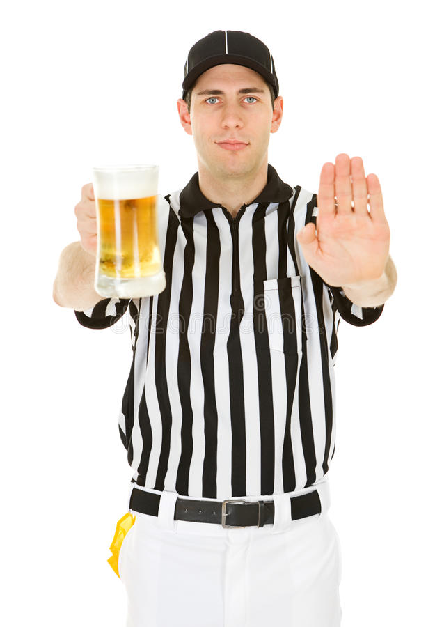 Árbitro: Passe a interferência com cerveja foto de stock