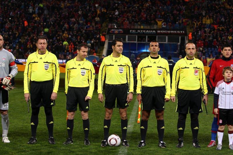 Árbitros del partido de fútbol imagen de archivo