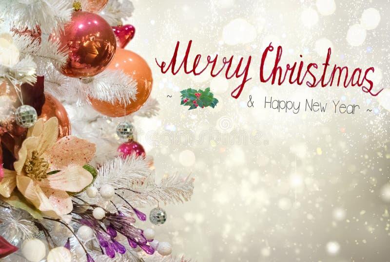 Árbol de abeto de la Navidad con las decoraciones fotos de archivo libres de regalías