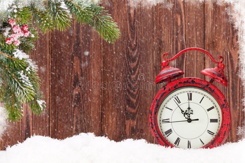 Árbol de abeto de la Navidad y despertador foto de archivo libre de regalías