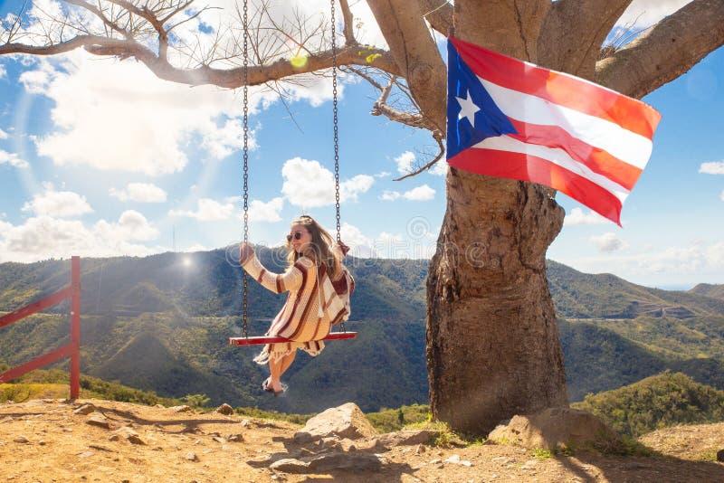 Árbol de balanceo Puerto Rico de la muchacha imágenes de archivo libres de regalías