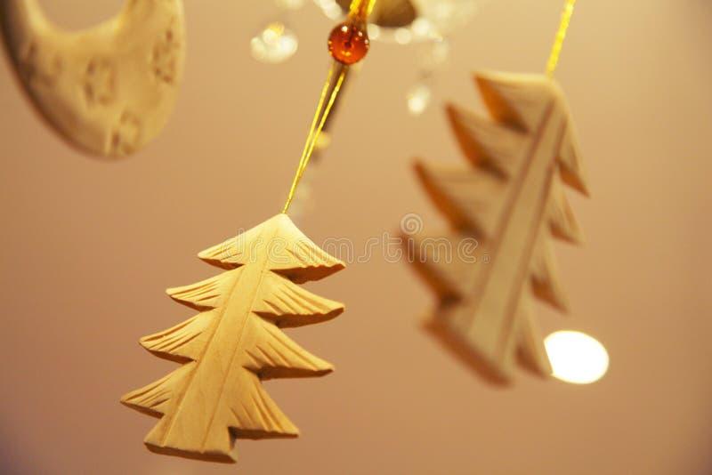 Árbol de madera de la Navidad imagenes de archivo