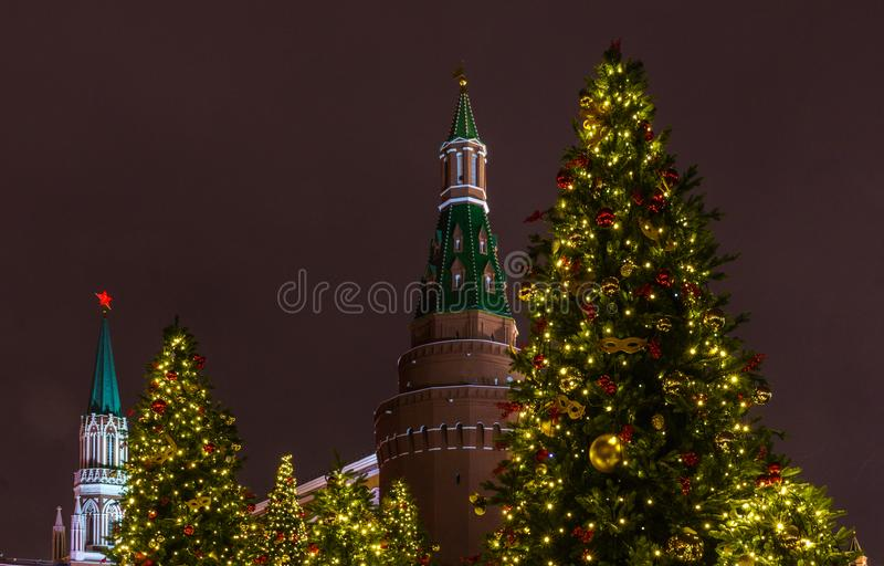 Árbol de navidad Año Nuevo en la Plaza Roja el Kremlin, Moscú, Rusia fotos de archivo libres de regalías