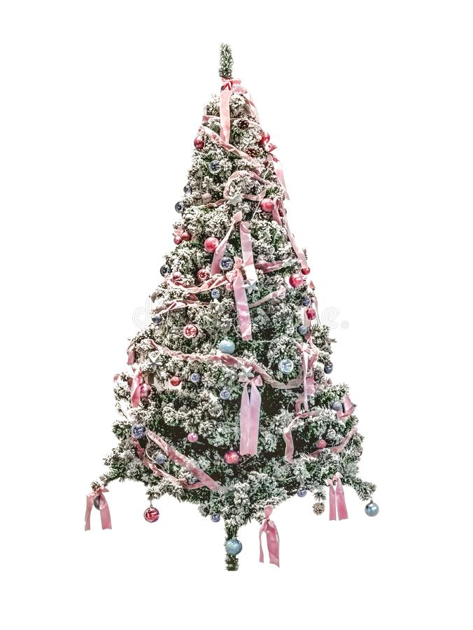 Árbol de navidad con los arcos y las bolas como decoración para celebrar el Año Nuevo con la imitación de la nieve artificial en  imagenes de archivo