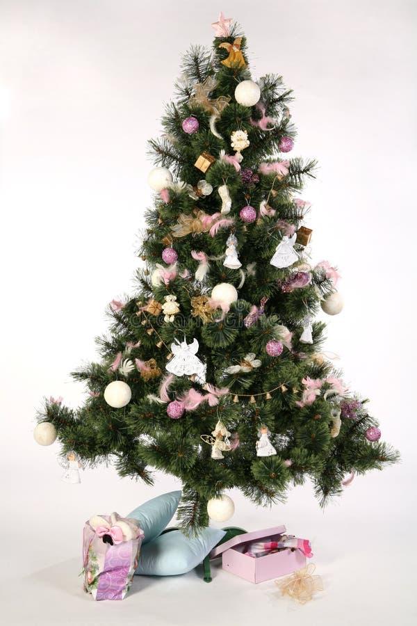 Árbol de navidad - con los regalo-rectángulos fotografía de archivo libre de regalías