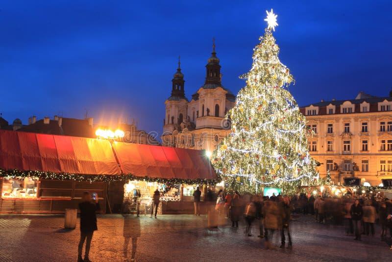 Árbol de navidad de Praga fotos de archivo