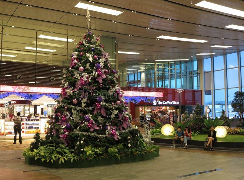 Árbol de navidad en el aeropuerto de Changi imagen de archivo libre de regalías
