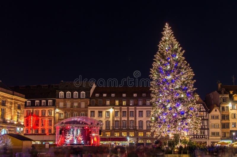 Árbol de navidad en Estrasburgo fotografía de archivo