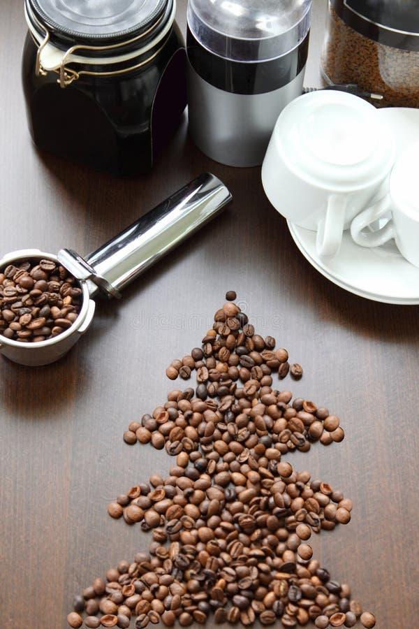 Árbol de navidad hecho de los granos de café fotos de archivo libres de regalías