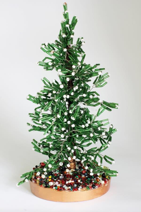 Árbol de navidad hecho a mano de gotas en un fondo blanco foto de archivo libre de regalías