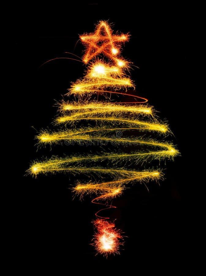 Árbol de navidad hecho por la bengala en un negro fotografía de archivo libre de regalías