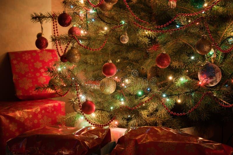 Árbol de navidad iluminado fotografía de archivo libre de regalías