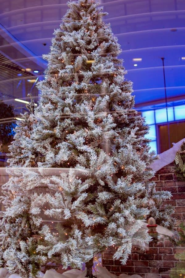 Árbol de navidad Londres con la piel blanca foto de archivo libre de regalías