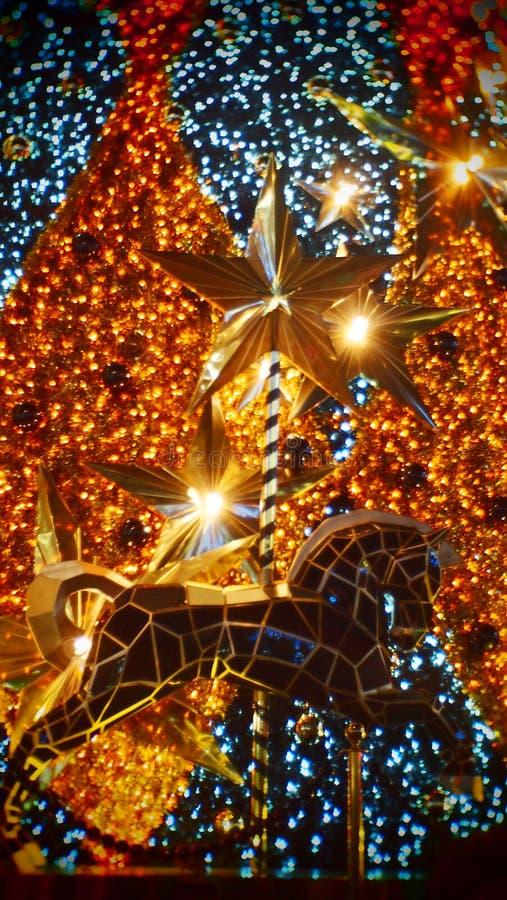 Árbol de navidad de oro con el caballo fotografía de archivo libre de regalías