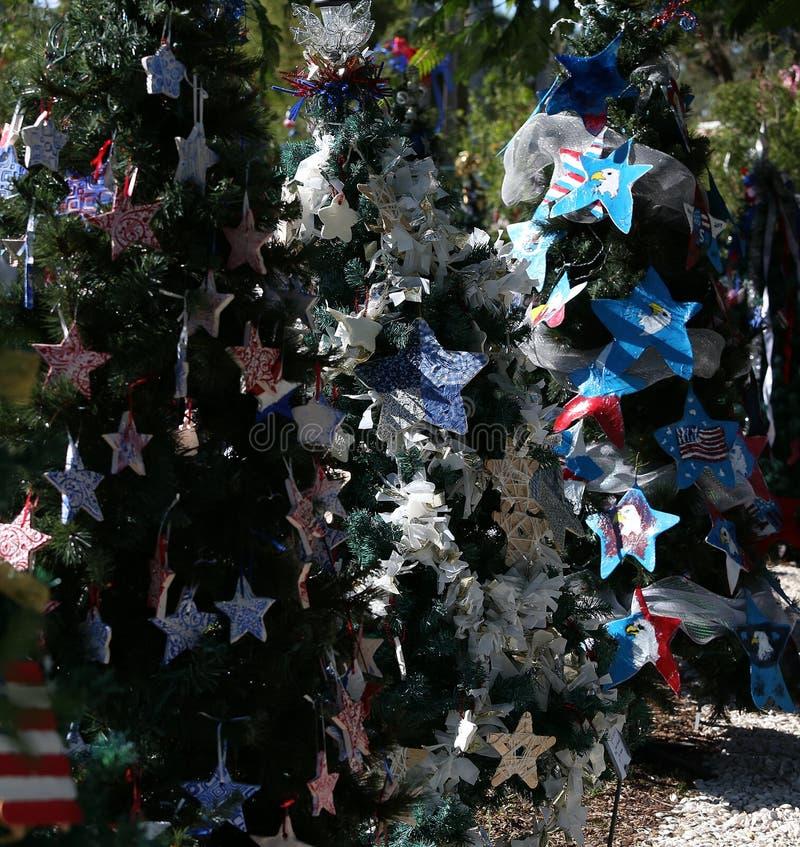 Árbol de navidad patriótico en fuerte Myers, la Florida, los E.E.U.U. fotos de archivo