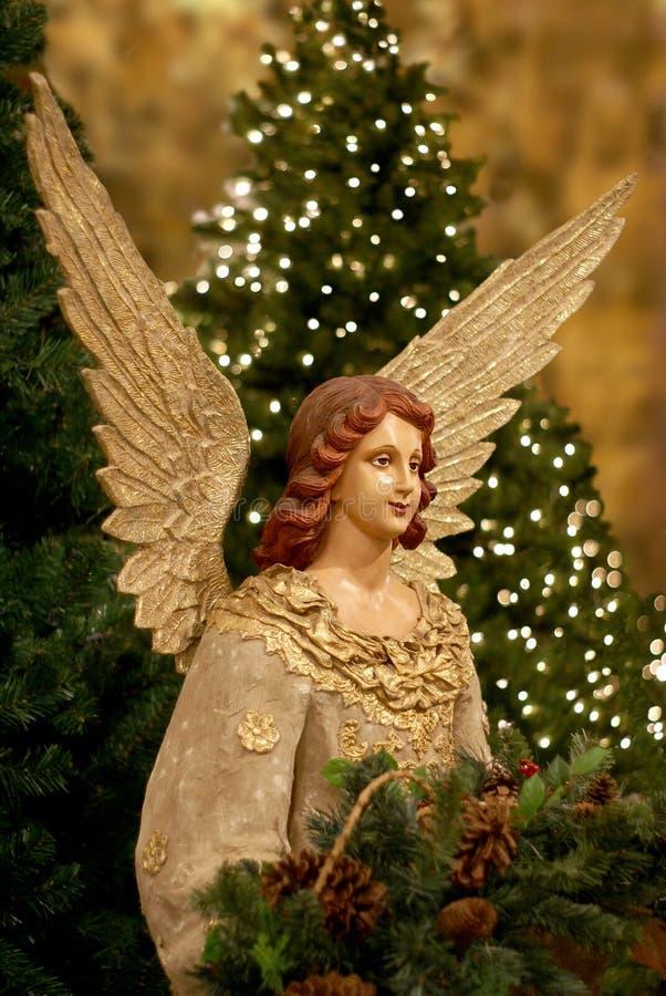 Árbol de navidad y ángel imagenes de archivo