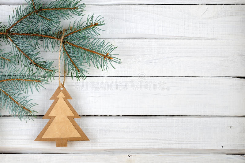 Árbol de navidad y ramas de papel de la picea azul imagen de archivo