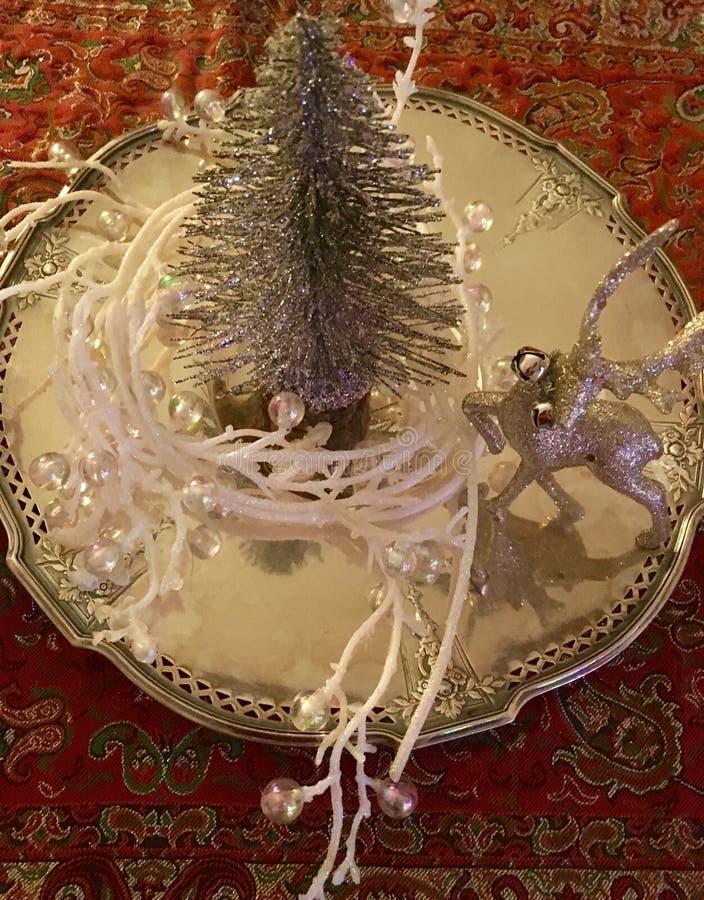 Árbol de plata y bandeja foto de archivo
