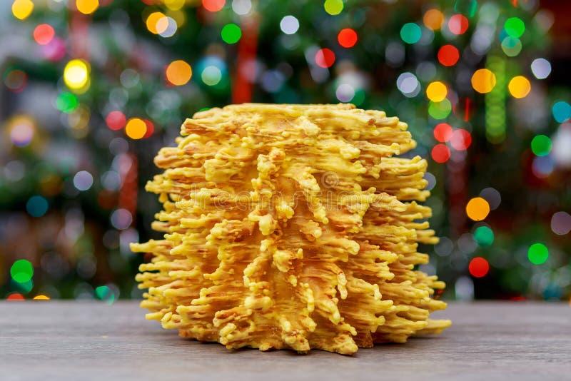 árbol del Año Nuevo de los akotis y fondo de la Feliz Navidad imagenes de archivo