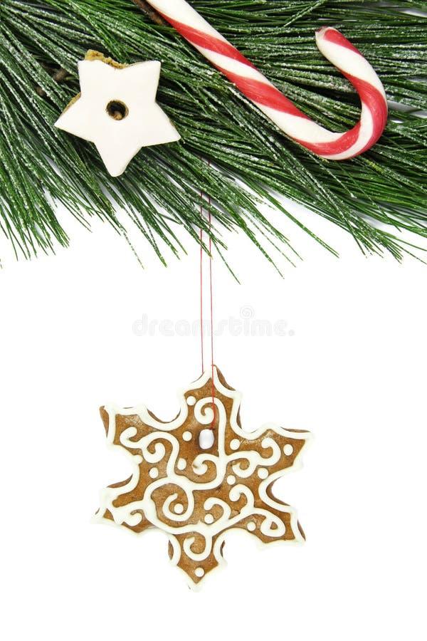 Árbol del pan de jengibre, del bastón, de la estrella y de abeto del copo de nieve de la Navidad en blanco imagen de archivo libre de regalías