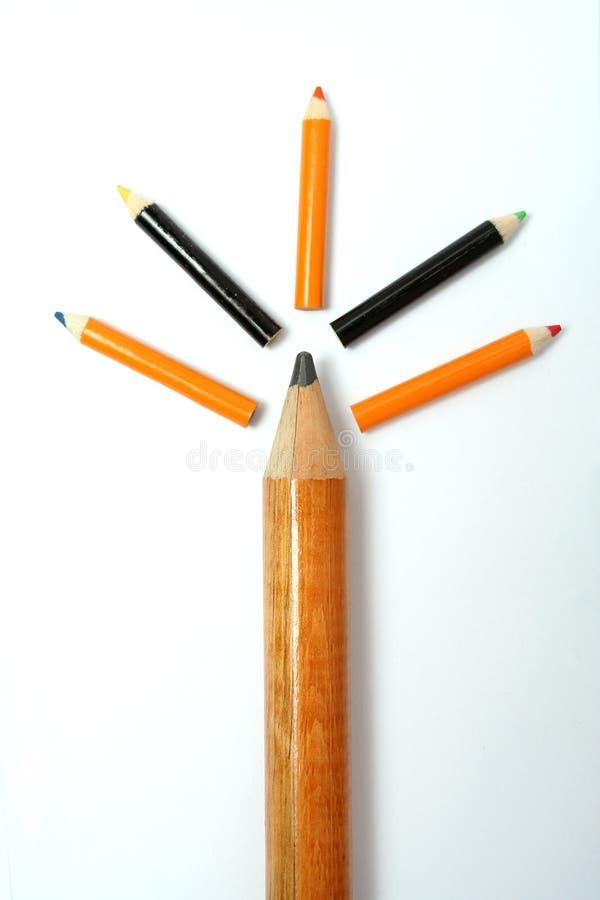Árbol hecho de lápices de la diversos talla y color imágenes de archivo libres de regalías
