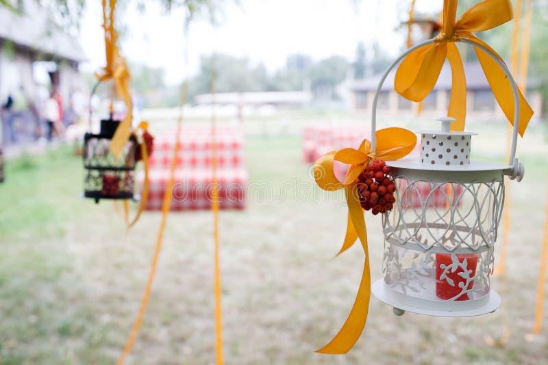 Árbol y velas wedding adornados imagen de archivo libre de regalías