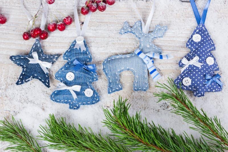 Árboles de navidad, ciervos y estrellas foto de archivo
