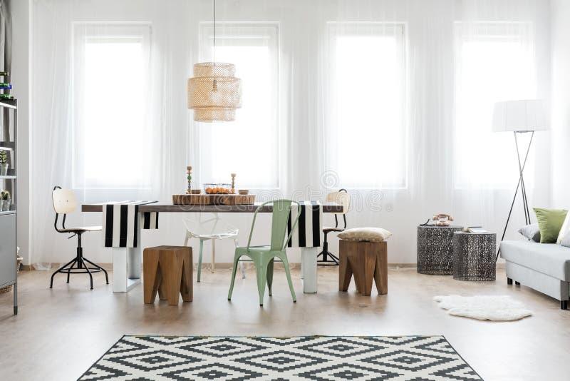 Área brilhante da sala de jantar imagens de stock