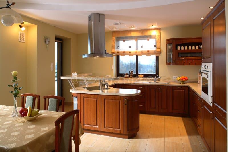 Área clásica de la cocina y de cena imagen de archivo libre de regalías