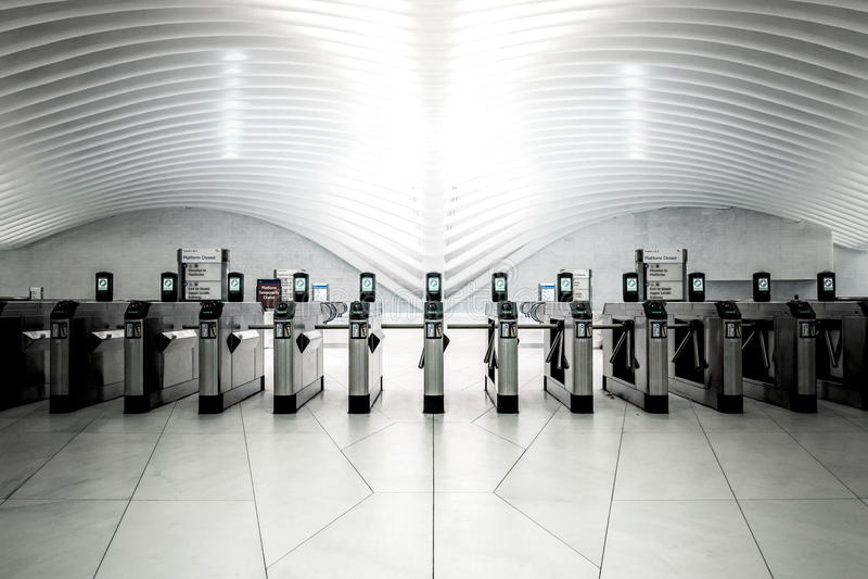 Área da entrada de uma estação de metro imagens de stock royalty free