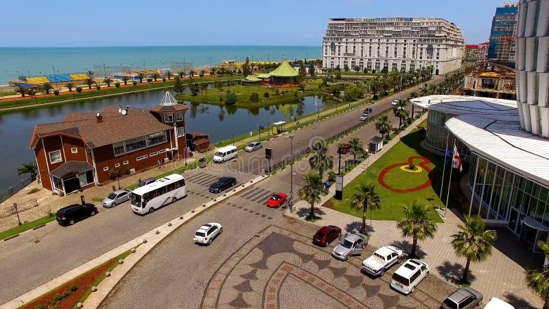 Área da frente marítima com bulevar e lago Ardagani em Batumi Geórgia, estância citadina fotos de stock royalty free