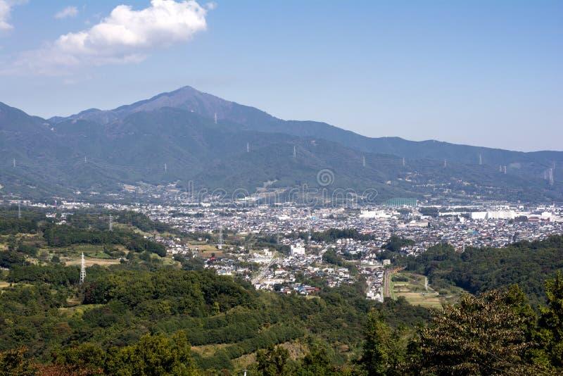 Área da montanha e da cidade imagens de stock