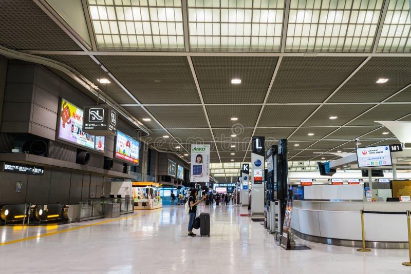 Área da partida no aeroporto internacional de Narita, Tóquio, Japão imagem de stock