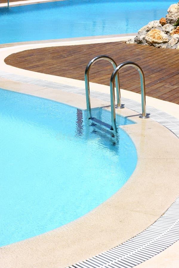 Área da piscina do recurso foto de stock