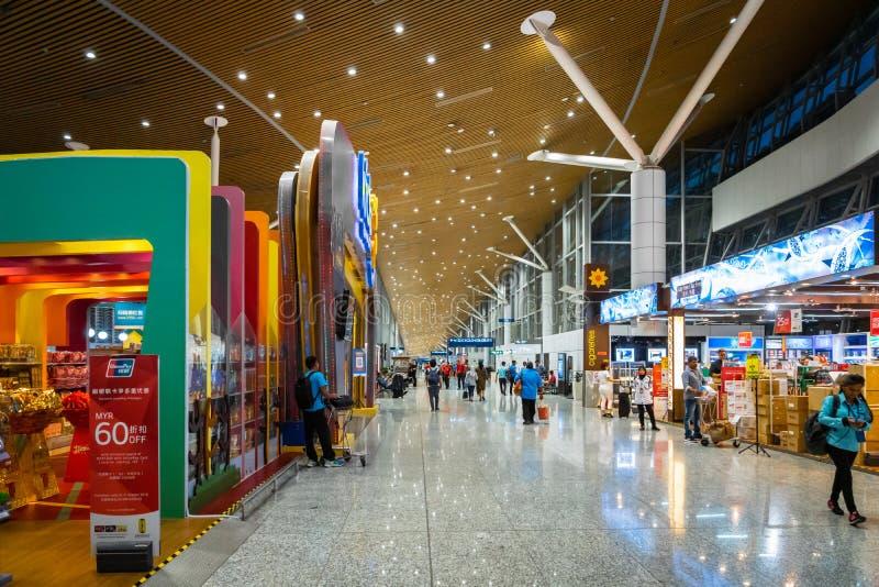 Área da porta de partida do aeroporto internacional de Kuala Lumpur imagens de stock royalty free